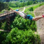 Как называется прыжок с моста на резинке и что для него нужно?